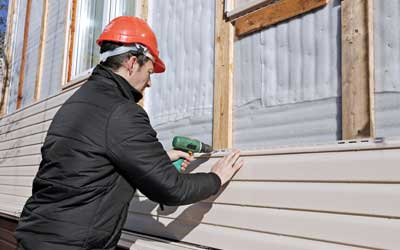 Why Do You Need To Replace Old Siding? 5 Big Defective Signs